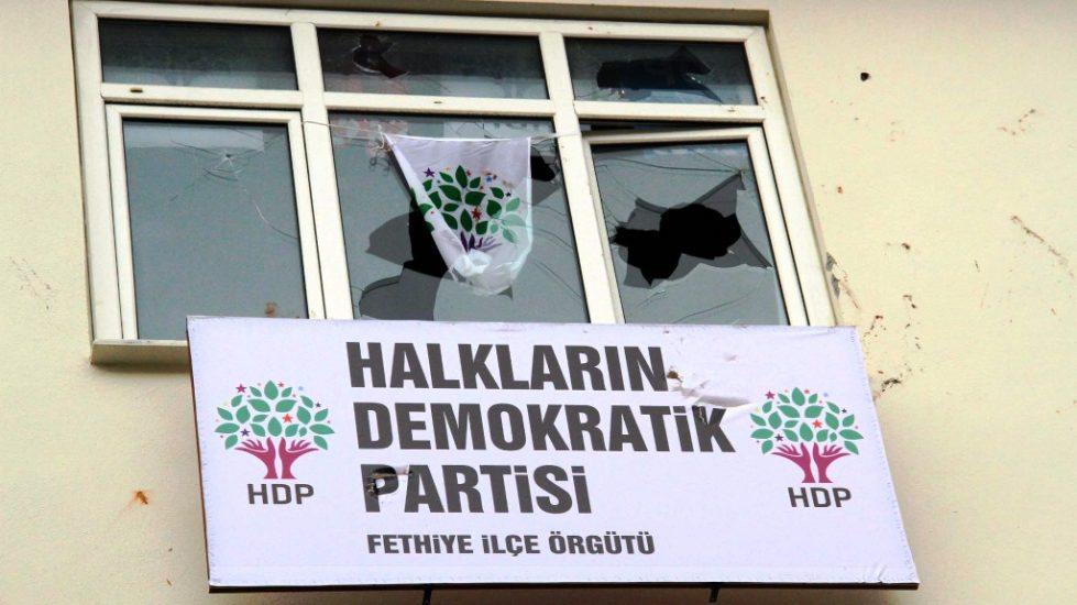 HDP Fethiye binasına saldırı.