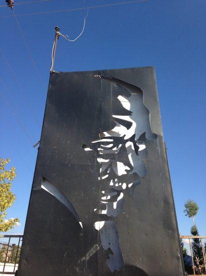 Patnos'un girişinde yer alan Atatürk anıtı.