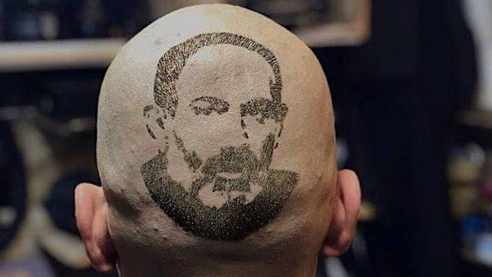 Görsel: Ruben Muradyan - Paşinyan imajlı bir saç traşı: Kadife devrimin lideri, Ermenistan'da yeni bir kişilik kültüne dönüştü.